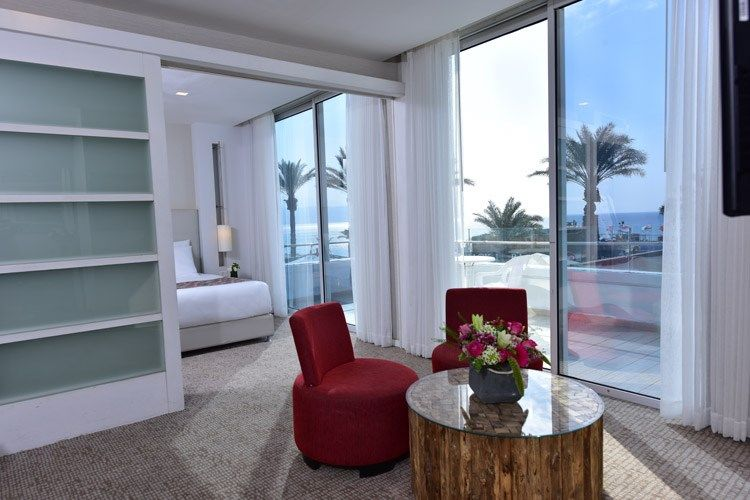 750x500-maris-room-sea-view-suite