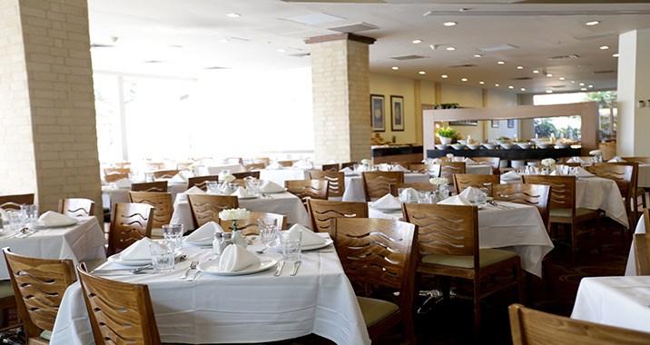 מסעדת המלון-מלון אסטרל וילג