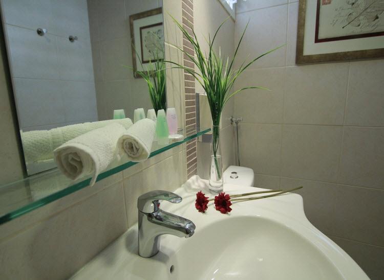 מלון אסטרל וילג' - מקלחת