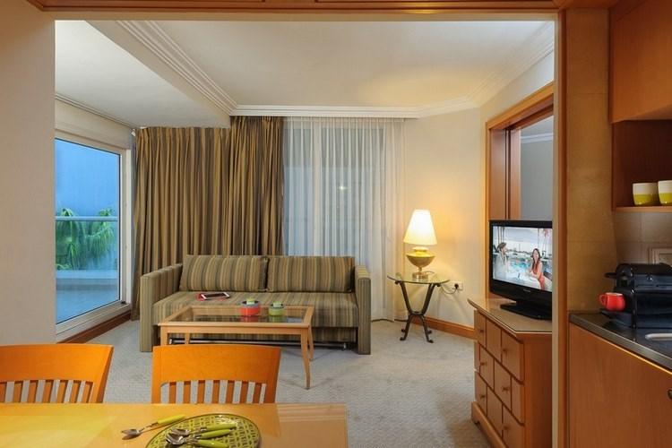 סוויטה דלוקס במלון אריאה