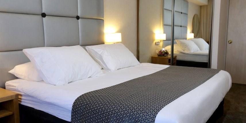 חדר שינה בסוויטת רויאל